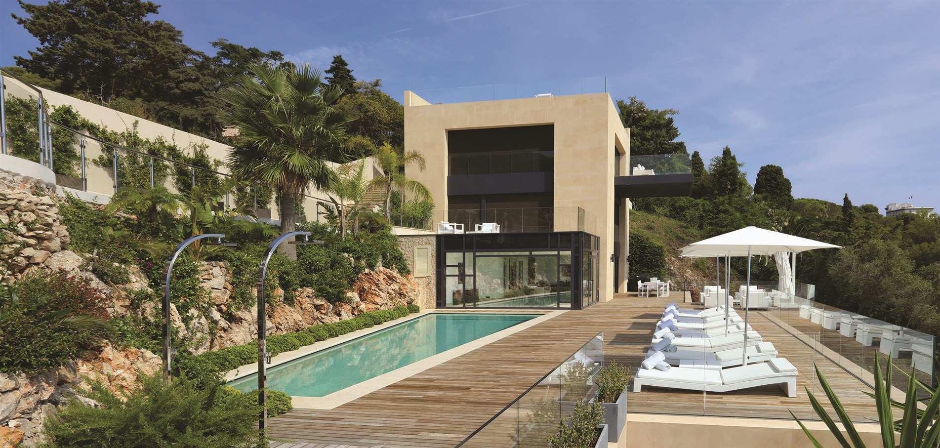 <p>At the foot of the St. Jean Cap Ferrat lighthouse, in a classified site...</p>
